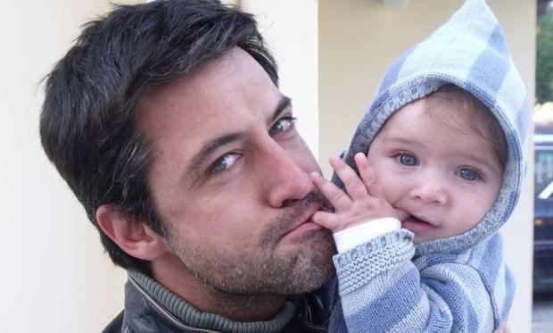 Κωνσταντίνος Αγγελίδης: «Όταν με κοίταξε ο γιος μου πρώτη φορά μου κόπηκαν τα πόδια»