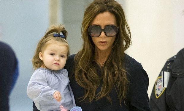 Victoria Beckham – Harper: Μαμά, μπορώ κι εγώ να μουτρώσω!