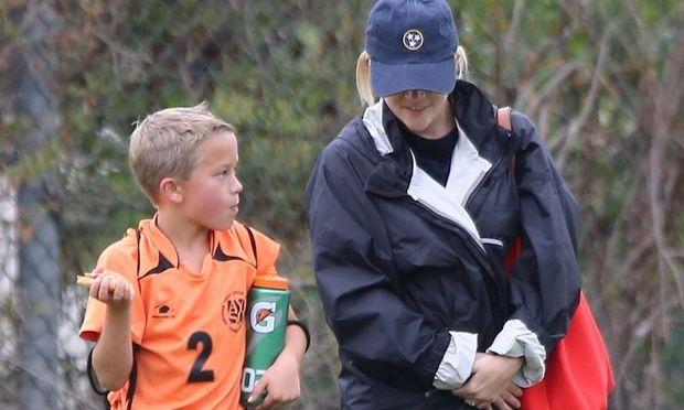 Reese Witherspoon: Στον αγώνα ποδοσφαίρου του γιου της