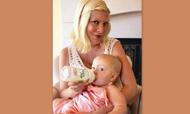 Νέα φωτογραφία της Tori Spelling με τη νεογέννητη κόρη της!