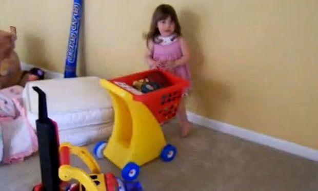 Βίντεο: Ποτέ μην εμπιστευτείτε ένα δίχρονο παιδί!