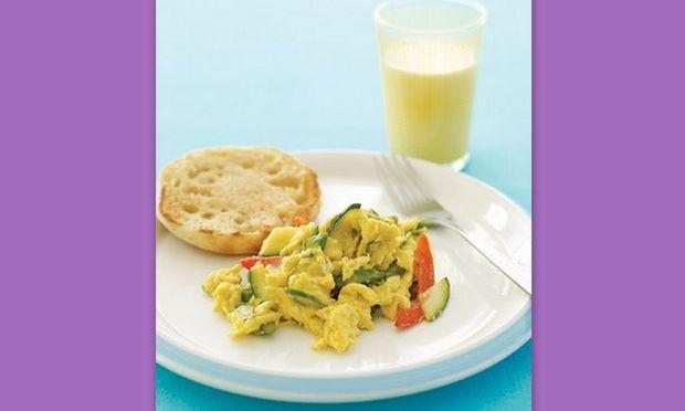 Αυγά ομελέτα με λαχανικά και τυρί