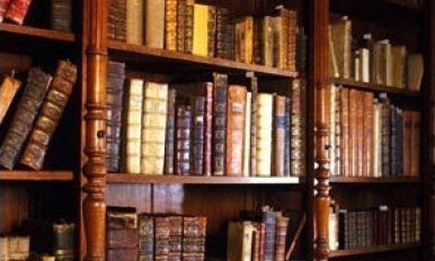 Γέννησε σε... βιβλιοθήκη!