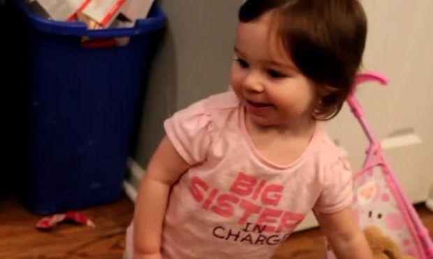 Βίντεο: Η Μάγδα βλέπει για πρώτη φορά τον νεογέννητο αδελφό της