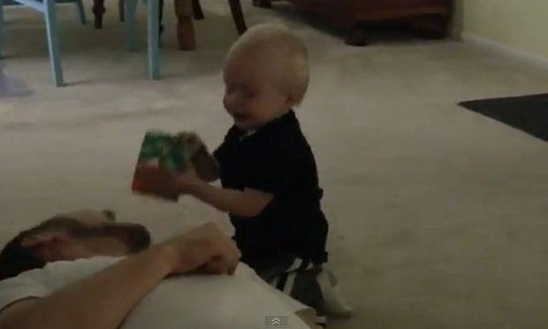 Βίντεο: O μικρός Micah ξαναχτυπά…