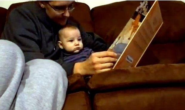Βίντεο: Του διαβάζει παραμύθια και εκείνος…
