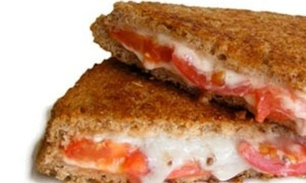 Σάντουιτς με τυρί για ένα γρήγορο σνακ