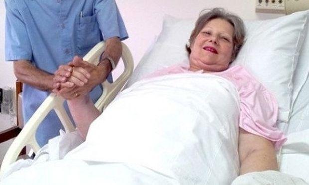 61χρονη γυναίκα έφερε στον κόσμο δίδυμα!