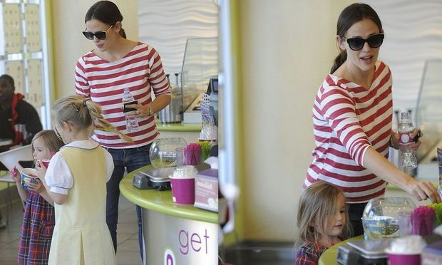 Jennifer Garner: Με τα κορίτσια της για παγωμένο γιαούρτι!