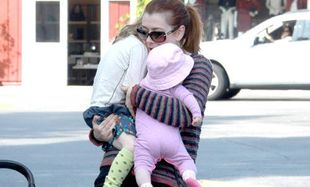 Alyson Hannigan: «Οικογενειακά βάρη» για τη διάσημη μαμά!