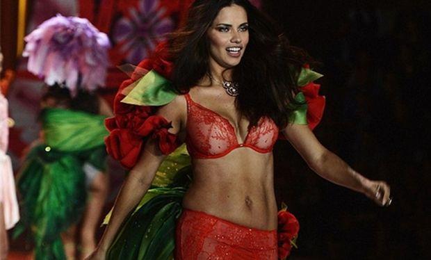 Adriana Lima: Πώς έφτιαξε αυτό το κορμί 8 εβδομάδες μετά τον τοκετό;