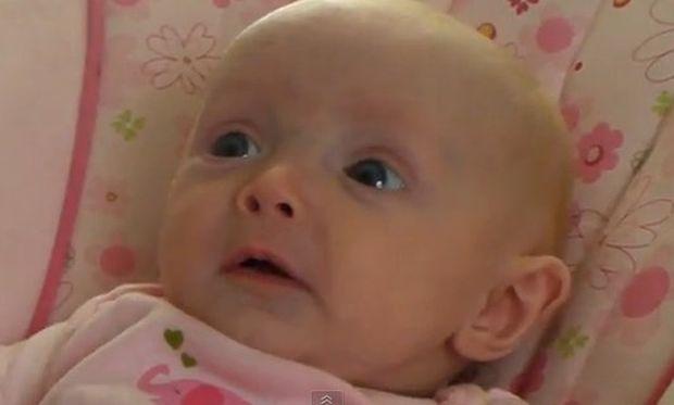 Βίντεο: Την τρομάζει η ίδια της η μαμά!