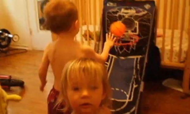 Βίντεο: Όταν τα παιδιά παίζουν… μπάσκετ!