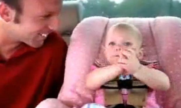 Βίντεο: Αυτό το μωρό θέλει πραγματικά να μιλήσει!