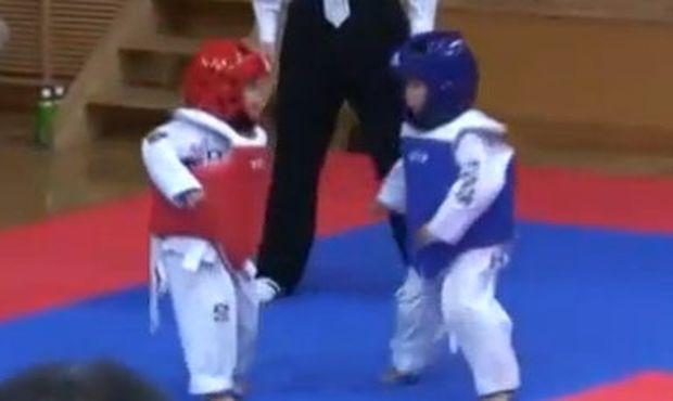 Βίντεο: Η πιο αστεία πάλη που θα δείτε ποτέ!