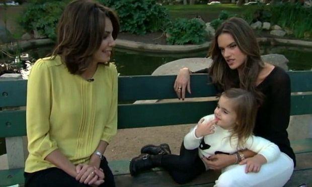 Alessandra Ambrosio – Anja: Μαμά και κόρη σε συνέντευξη στην τηλεόραση(βίντεο)