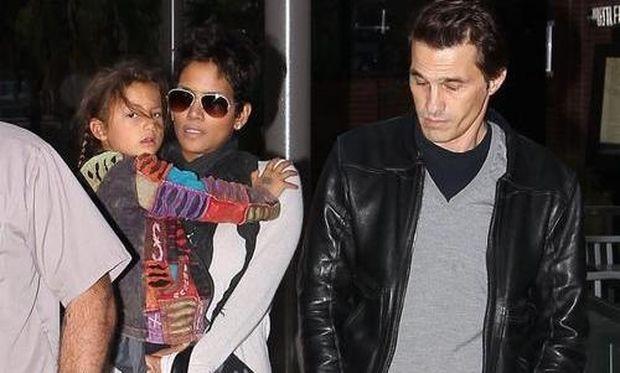 Halle Berry: Με τον Olivier Martinez και τη Nahla στον κινηματογράφο
