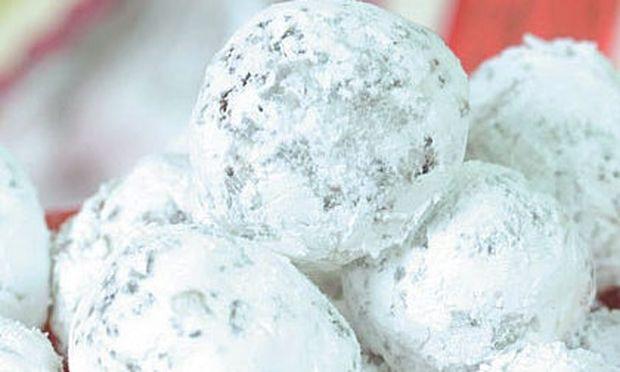 Χιονόμπαλες για να της φάει κανείς!