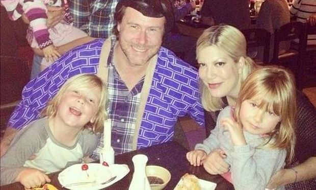 Tori Spelling: Όλη η οικογένεια στο πάρτι γενεθλίων του συζύγου της