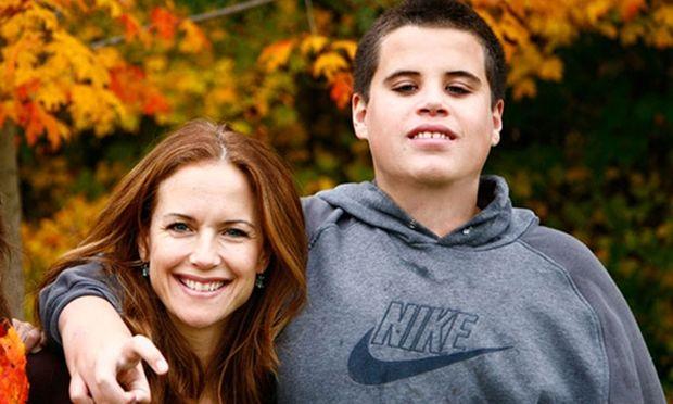 Η Kelly Preston μιλά για τον χαμένο γιο της, τον Jett