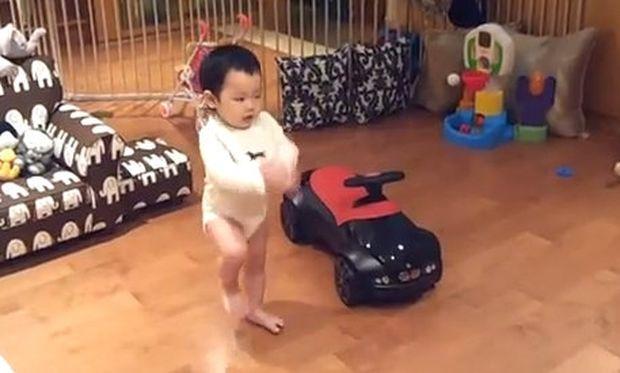 Δείτε το 16μηνών αγοράκι να χορεύει gangnam style!
