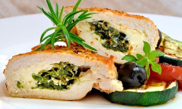 Μυρωδάτο γεμιστό ρολό κοτόπουλο με σπανάκι και τυρί κρέμα!