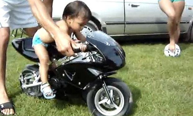 Ο πιο μικρός και γλυκός μοτοσικλετιστής στον κόσμο