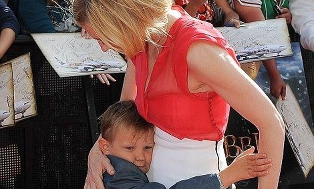 Cate Blanchett: Με το γιο της στην πρεμιέρα του Hobbit!