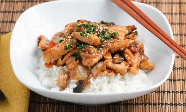 Λαχταριστό κοτόπουλο με άρωμα λεμονιού και μυρωδάτο ρύζι