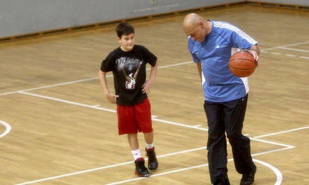 Ο γιος της Celine Dion μεγάλωσε και παίζει μπάσκετ!