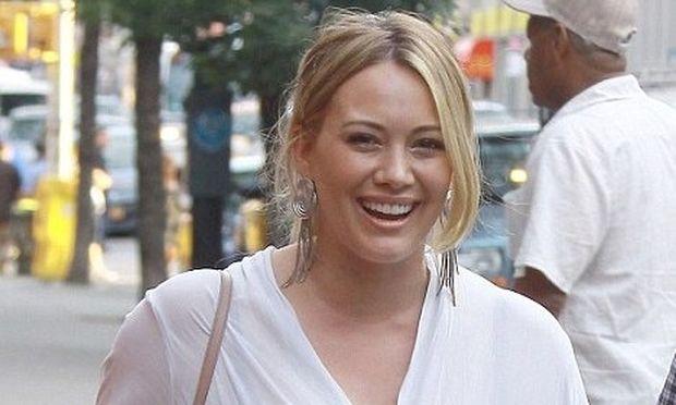 Hilary Duff: Τι απαντά σε όλους όσοι σχολιάζουν ότι δεν έχει χάσει ακόμη τα κιλά της εγκυμοσύνης της;