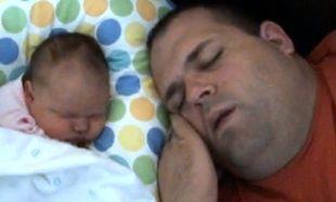 Ροχαλίζει ο μπαμπάς, ροχαλίζει και η νεογέννητη κόρη του!