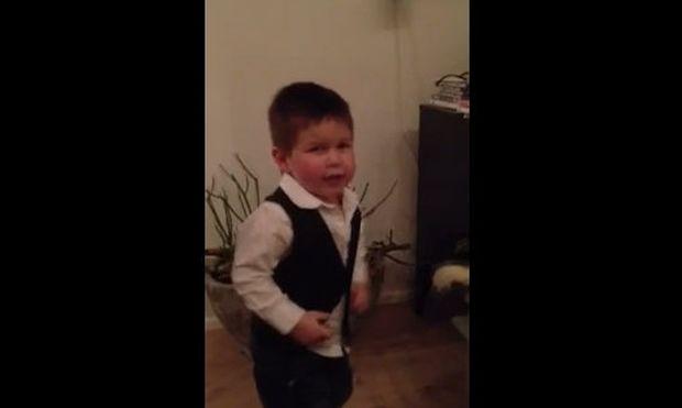 Bίντεο: Ο νεαρότερος φαν της Manchester United!
