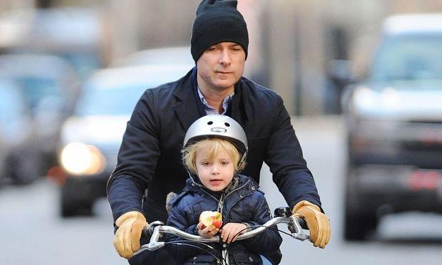 Ποδήλατο: Το αγαπημένο μέσο των… ανδρών της Naomi Watts