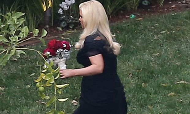 Jessica Simpson: Παράνυφος με φουσκωμένη την κοιλίτσα