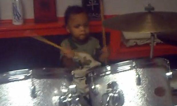 Βίντεο: Όταν τα μωρά… ροκάρουν!