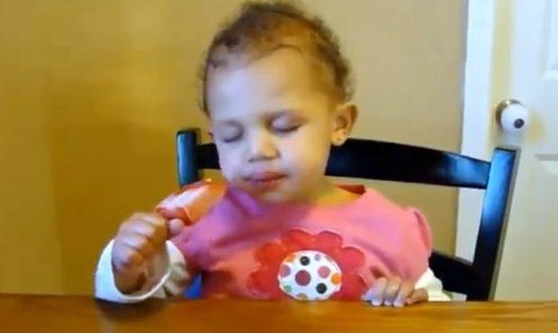Αστείο Βίντεο: Μωρά δίνουν μάχη με τον ύπνο!