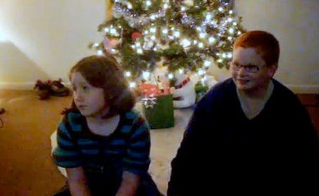 Βίντεο: Τα πιτσιρίκια απογοητεύονται από τα χριστουγεννιάτικα δώρα της μαμάς τους