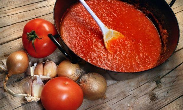 Υπέροχη σάλτσα ντομάτας με κρασί!