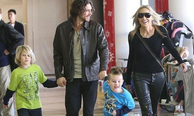 Sharon Stone: Χριστουγεννιάτικη εξόρμηση για την ηθοποιό, τους γιους της και το νεαρό της σύντροφο