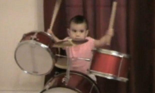 Βίντεο: Ντράμερ μηνών… δώδεκα!