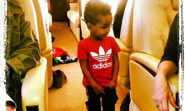 Alicia Keys: Ο γιος της ταξιδεύει με στιλ