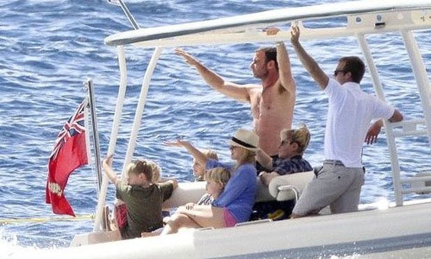 Naomi Watts: Οικογενειακή πρωτοχρονιάτικη κρουαζιέρα!