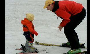 Βίντεο: Μπόμπιρας έντεκα μηνών κάνει σκι!