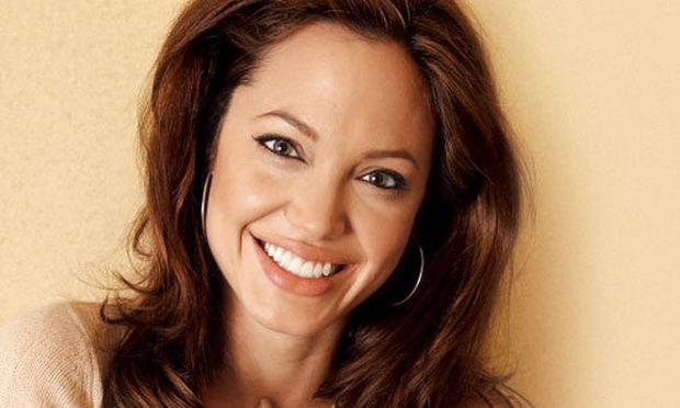 Τι αποκαλύπτει ο γυμναστής της Angelina Jolie; Ποια είναι τα μυστικά της;