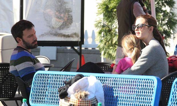 Ben Affleck – Jennifer Garner: Άρχισαν τη χρονιά με οικογενειακή εξόρμηση για πατινάζ