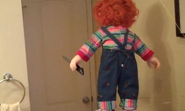 Βίντεο: Η κούκλα που τρομάζει τον πιτσιρικά!