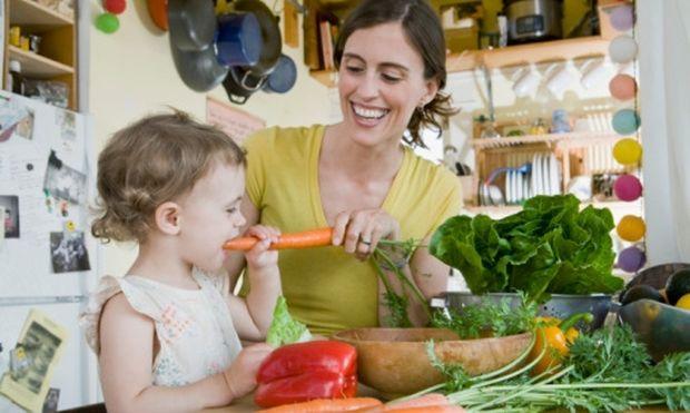 Απλοί τρόποι για να μάθετε στο παιδί σας να δοκιμάζει νέες τροφές!
