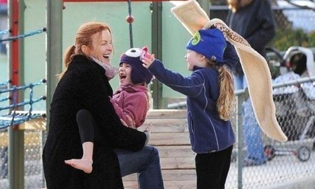 Τρελή χαρά η Marcia Cross με τις κόρες της