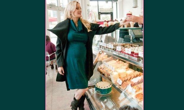 Σε τι δεν μπορεί να αντισταθεί η εγκυμονούσα Holly Madison;